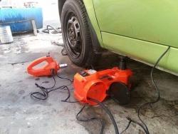 Bộ dụng cụ thay lốp xe ôtô đa năng 3 in 1